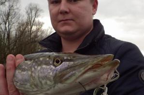 Découverte de la pêche aux leurres en bateau sur la Marne