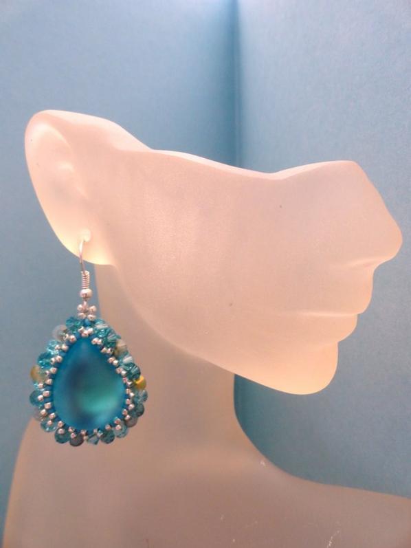Boucles d'oreilles gouttelette bleu lagon !