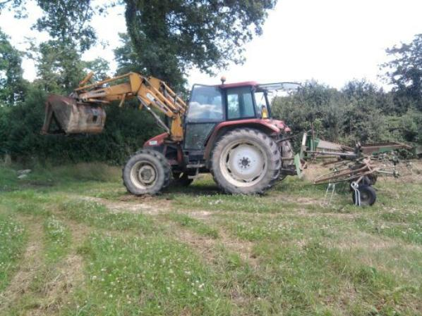 Le new holland et la faneuse