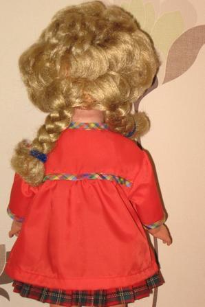 Marie-Françoise porte sa blouse d'écolière de septembre 1962