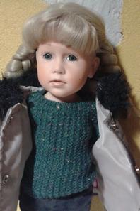 Un manteau taupe et un collant blanc pour ma Götz (modèle Sophie)