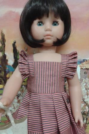 Une jolie poupée Zapf qui porte la robe M&T Juin de1953
