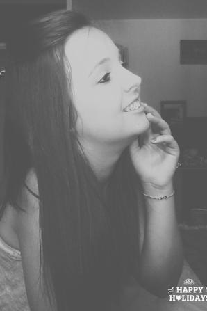 Tu peux laisser ton sourire changer les gens , mais ne laisse pas les gens changer ton sourire.♥