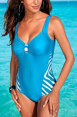 Flaunt Your Curves in Plus-Size Swimsuits