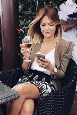Secret Story - Caroline Receveur à Cannes : divine sur le tapis rouge !