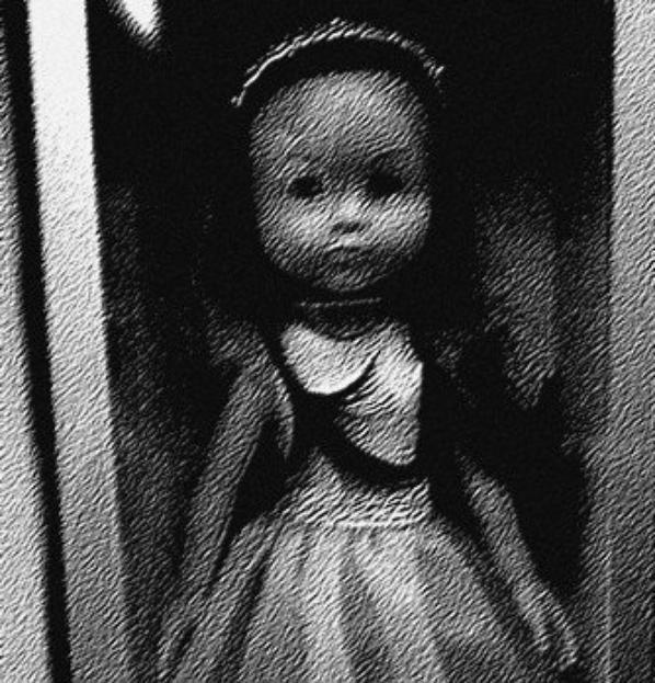 Qui veut jouer à la poupée ?