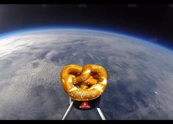Deux brezels ont étélancé dans le ciel par des ballons à l'hélium hier à Srasbourg avec succes ... On attends les resultats .....