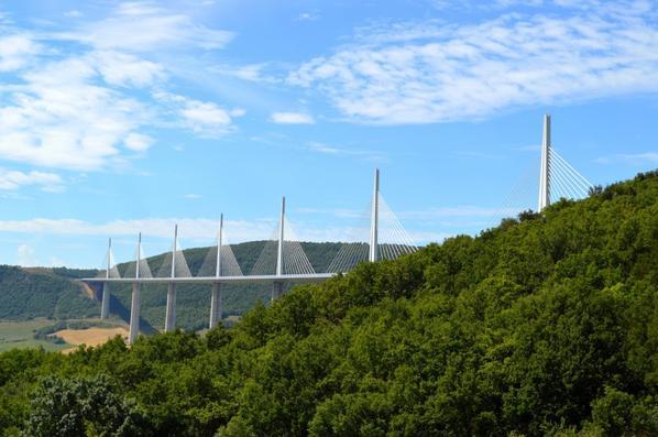 Le Viaduc de Millau (4/4) et le Puy de Dôme