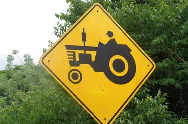 Des panneaux routiers
