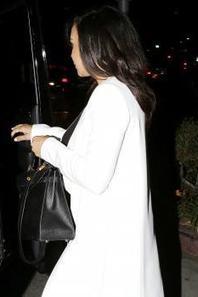 Naya à la sortie d'un restaurant vendredi soir :)