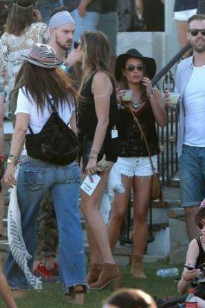 Lea et Matthew hier au 2ème jour du Festival de Musique Coachella ;)