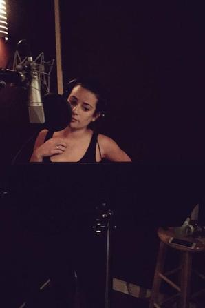 Lea en studio pour l'enregistrement de son deuxième album solo :D :) <3 J'ai trop hâte d'entendre :D