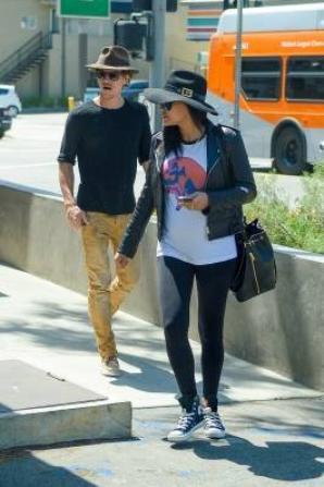 Naya et Ryan mercredi à la sortie du restaurant Yakuza Sushi :)