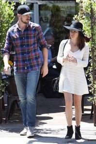 Lea et Matthew hier à la sortie d'un restaurant :)