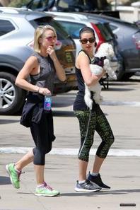 Lea et Becca jeudi en rando à Tree People :)