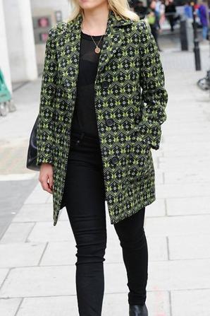Dianna aujourd'hui à la sortie des studios de BBC Radio à Londres :)