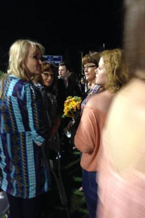 Chris s'est rendu avec Will et sa famille à la graduation (vous savez en Amérique lorsqu'ils reçoivent leur diplôme en fin de terminale) de sa soeur Hannah.:)