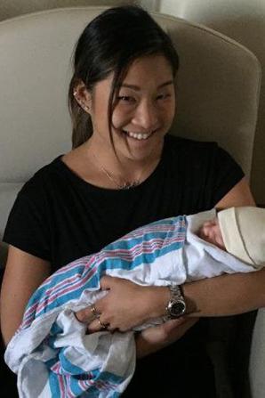 Jenna est devenue tata cette semaine son frère a eu une petite fille <3 :D