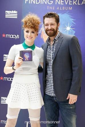 "Matthew celebrait la sortie de ""Finding Neverland: The Album"" avant hier chez Macy's (11/06/15)"