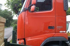 Voici mon camion du taf dans la cour de la maison