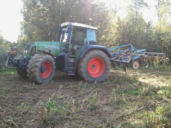 fendt 714 au cultivateur 4 metres