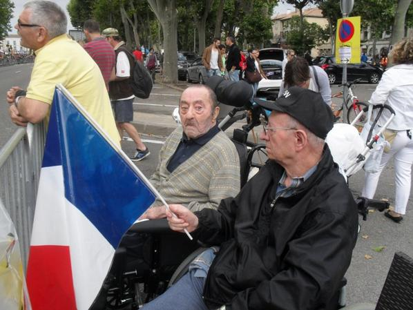 Les choses les plus simples sont souvent les meilleures, le tour de France est passé par la maison de retraite et il n' y avais q'une rue à traverser