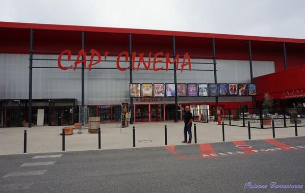 """dans le hall de Cap Cinéma   Espace : """"A  Tout Age On Partage """""""