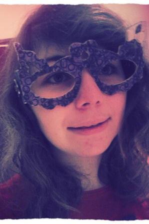 voilà:-) mes lunettes pour mon projet personnel de ce 2ème trimestre. (y a un zig zag sue les boutons^^ dsl:$..)