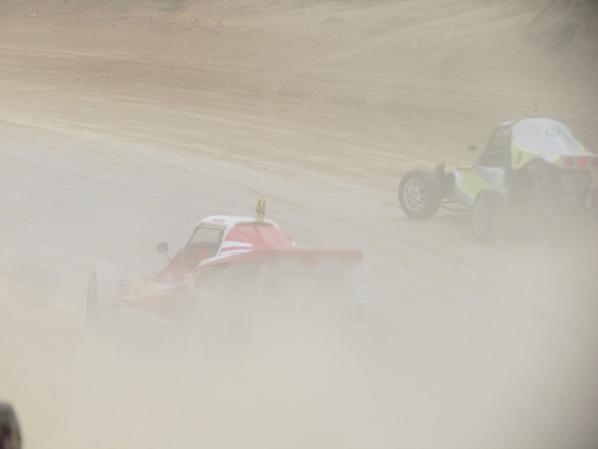 Si je freine encore plus, je creuse, je vais devoir garder le pied sur l'accelérateur..