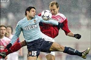 Maillot Monaco porté par J.Plasil lors du 1/8 de finale aller de ligue des champions 2003-2004 Lokomotiv Moscou-As Monaco