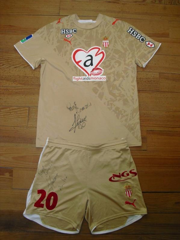 Maillot extérieur saison 2006-2007 floqué PIQUIONNE (de face)