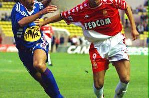 Maillot domicile saison 1999-2000 floqué TREZEGUET (de dos)