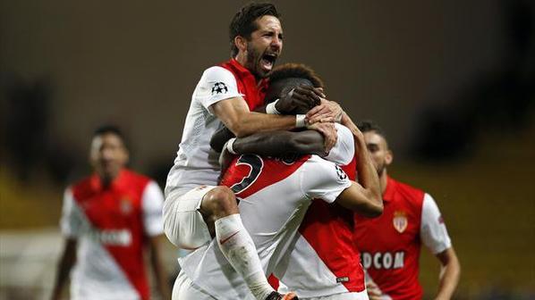 Maillot domicile saison 2014-2015 floqué MOUTINHO (de face)