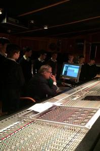 Les Petits Chanteurs de France en enregistrement au Studio Guillaume Tell