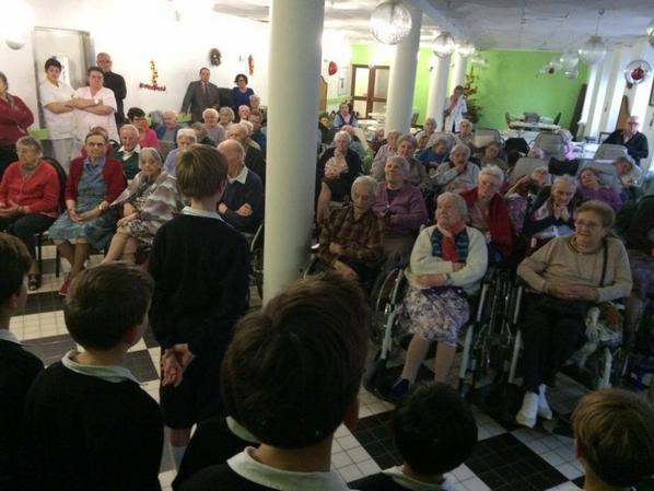 Les Petits Chanteurs de France offrent leurs voix aux résidents de la Maison de Retraite de Cherbourg