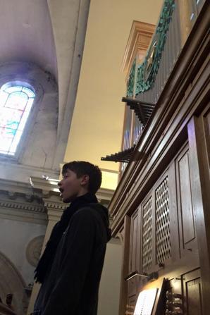 Louis, soliste Soprane en répétition pour le Pie Jesu de Fauré