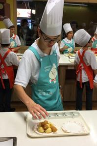 Les PCDF cuisinent et deviennent en plus d'être des Chanteurs ...des grands Chefs! (2/5)