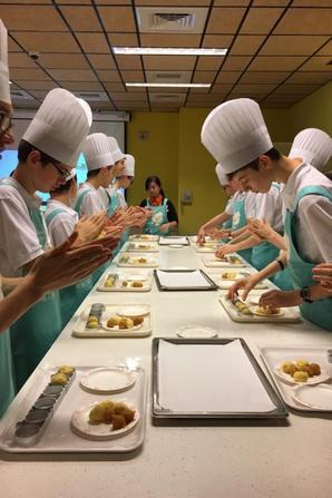 Les PCDF cuisinent et deviennent en plus d'être des Chanteurs ...des grands Chefs! (5/5)