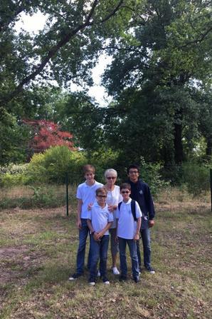 Photos souvenirs avec les familles d'accueil avant de reprendre la route