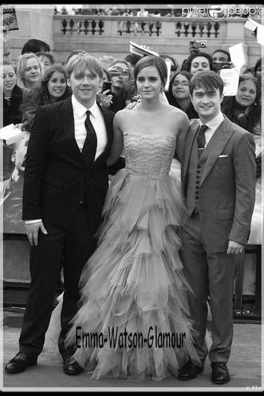Emma lors de l'avant premiére de Harry Potter et les reliques de la mort partie II a Londre le 7 juillet 2011!