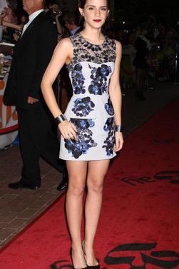 Emma Watson, habillée d'un ensemble Peter Pilotto et de sandales Tom Ford, illumine le tapis rouge des MTV Video Music Awards. Los Angeles, le 6 septembre 2012.Sa tenue est vraiment magnifique ! Qu'en pensez vous? Par la suite la belle Emma s'est rendu  à la présentation du film Le Monde de Charlie dans le cadre du Festival de Toronto le 8 septembre 2012 ; toujours aussi magnifique dans une robe qu'il la met vraiment en valeur !