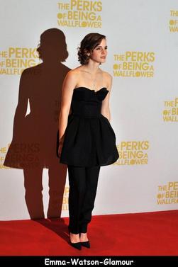 Le 26/09/12 Emma s'est rendue à Londre à la première de The Perks .Tenue et coiffure manifique!
