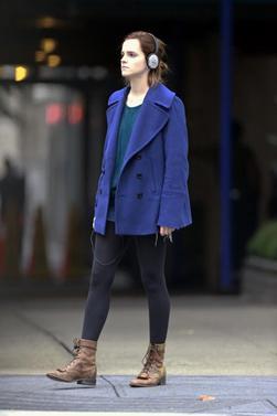 Le 03/10/12 Emma à été aperçu entrain de faire du shopping dans les rue de New York . Sa tenue est sublime , j'aime vraiment ce style , il lui va super bien !
