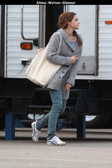 le 18 octobre , Emma quittait le plateau de tournage de son prochain film NOAH à Brooklyn.J'aime beaucoup sa coiffure et vous?