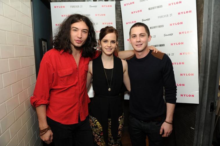 Le soir même le 20/10/12 Emma s'est rendue à la soirée de lancement du magasine Nylon. J'aime beaucoup sa tenue et vous?