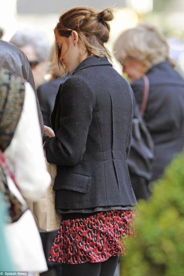 Le 21/10/12 Emma et Will se sont achetés des billets au théâtre Walker keer! Emma porte une tenue décontracter mais sublime !