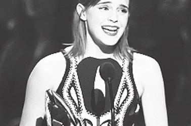 Le 09/01/13 Emma à été aux People's Choice Awards 2013 à Los Angeles. Elle y'a gagner   le prix de l'actrice favorite dans un film dramatique , vos avis?
