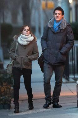 Le 16/02/13 Emma et Will on été vu se promenant dans les rue de New york. J'aime beaucoup la tenue d'Emma et vous ?