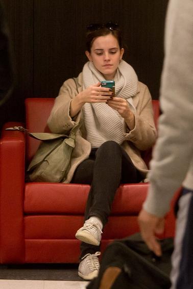 Le 13/02/13 Emma a été vue se rendant à l'aéroport de LAX à Los Angeles. Tenue toujours décontractée mais trés belle.