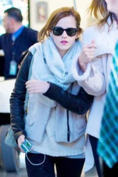 Le 25/02/13 Emma à été à l'aéroport de LAX de Los Angeles. Je la trouve sublime sa tenue et trés sobre , et vous?
